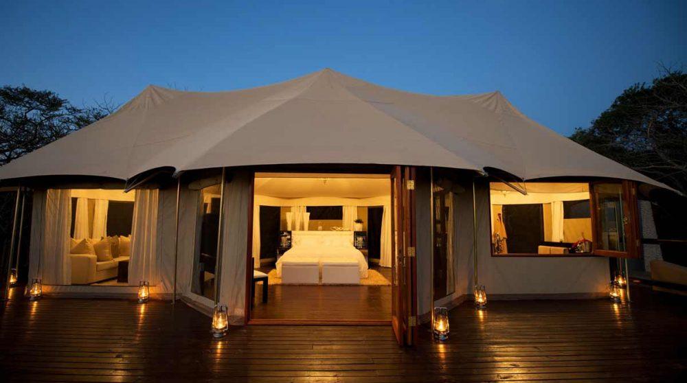 La tente Jabula la nuit en Afrique du Sud