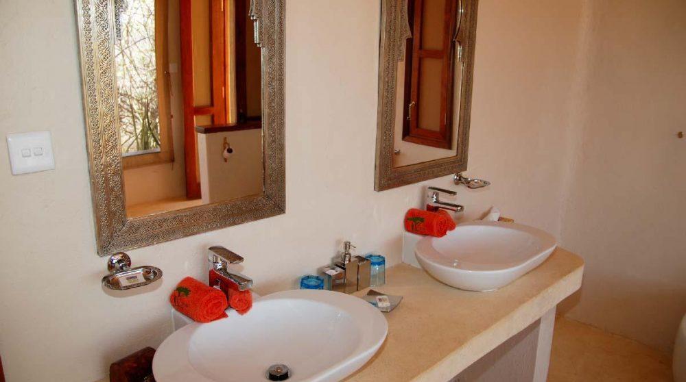 Lavabos dans une salle de bains