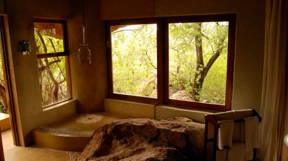 La douche dans une salle de bains à Madikwe