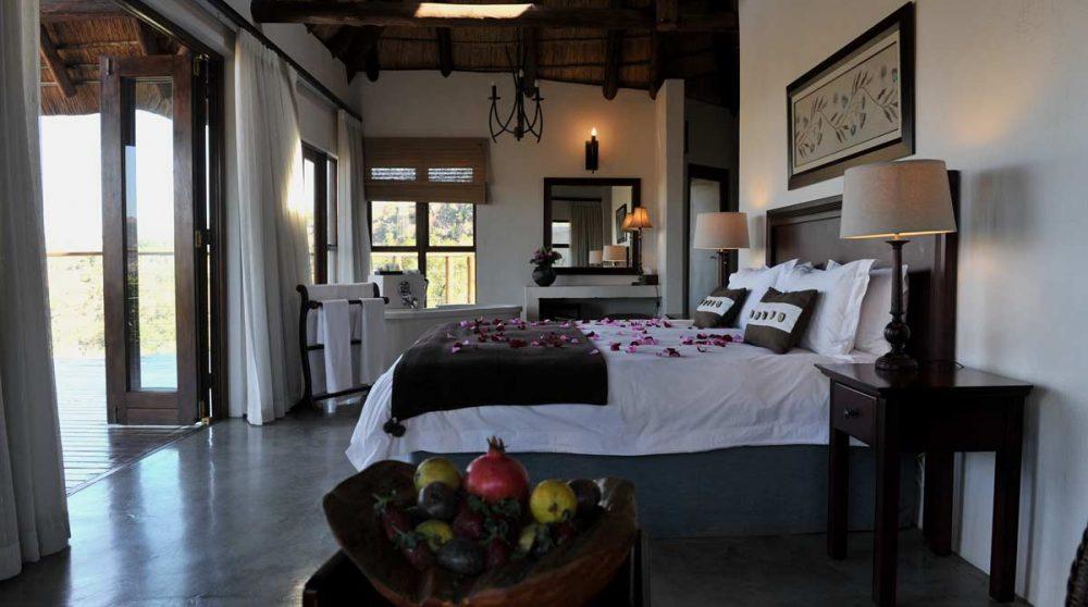 Une corbeille de bienvenue dans la chambre dans le Kwazulu Natal