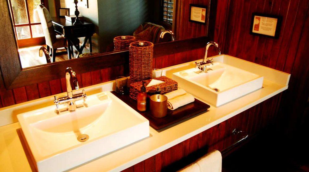 Lavabos dans une salle de bains dans le Kwazulu Natal