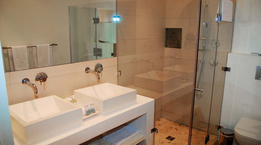 La salle de bains avec une douche au Cap