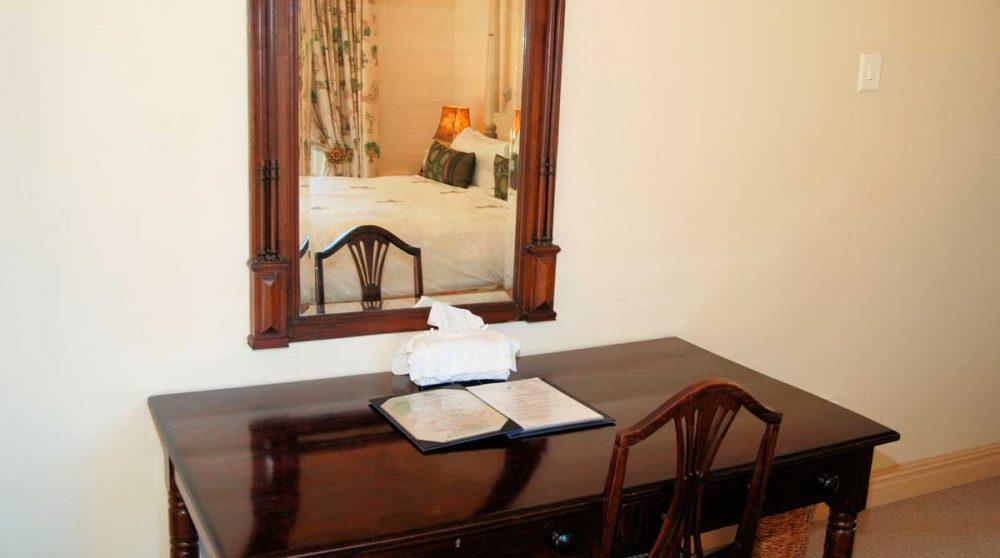 Bureau dans une chambre luxury à Franschooek