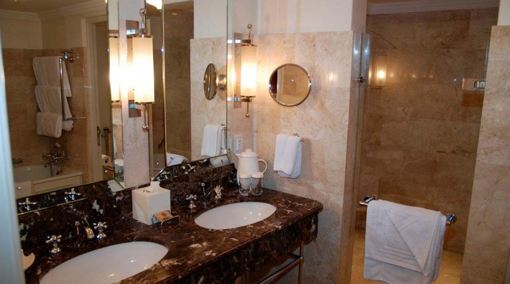 Douche dans une chambre deluxe au Cap