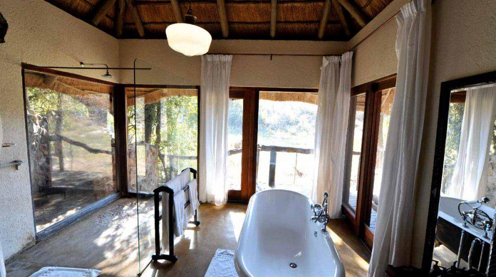 Grande salle de bains dans une chambre en Afrique du Sud