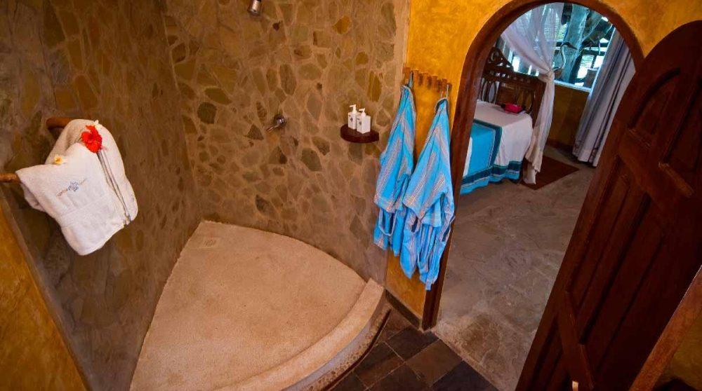 La salle de bains d'une villa à Mombasa