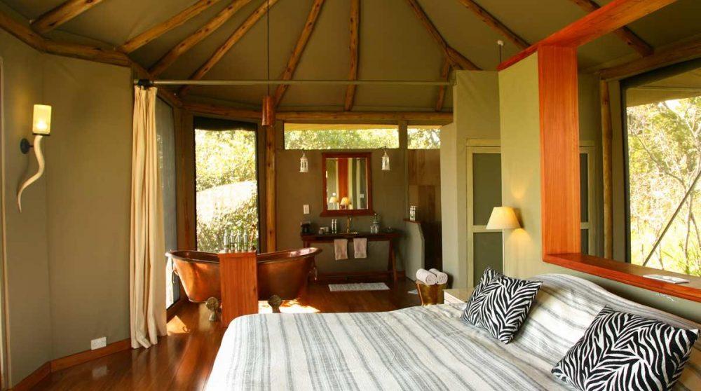 Lit dans la tente dans le Masai Mara