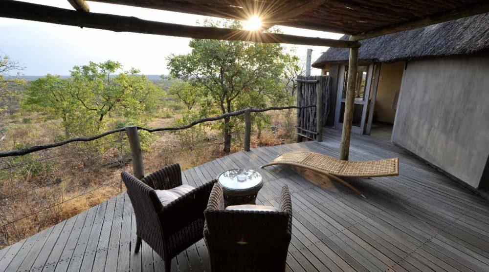 Fauteuils pour se détendre sur la terrasse