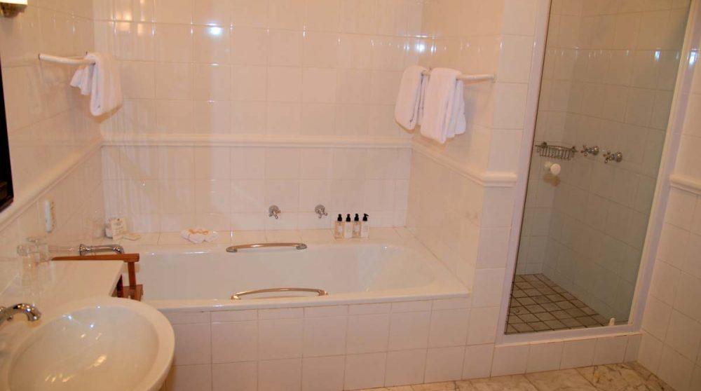Une salle de bains de l'hôtel Constantia Uitsig