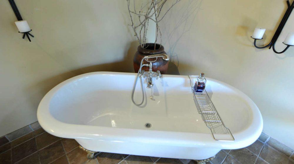 Baignoire dans une Luxury suite de l'Elephant Plains