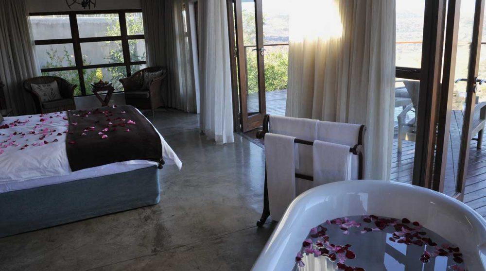 Une baignoire dans une chambre de l'Esiweni Lodge