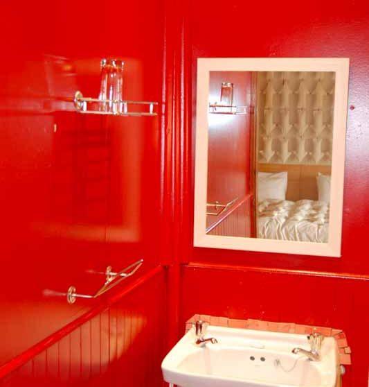 Lavabos dans une salle de bains au Graskop Hotel