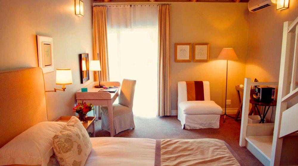 Autre vue d'une chambre standard family du Franschhoek Hotel and Spa