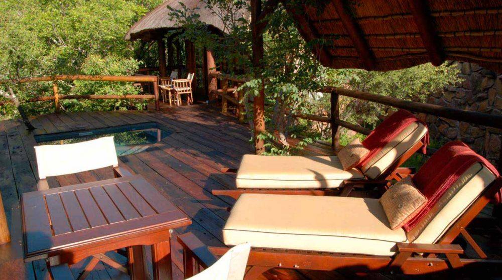 Autre vue de la terrasse au Makweti Safari Lodge