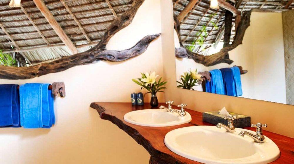Une salle de bains au Manda Bay