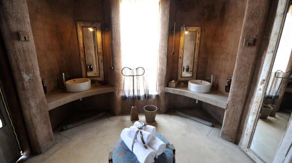 Salle de bains à l'Onguma Fort Lodge