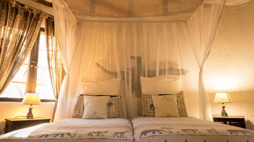 Le lit le soir près du parc Kruger