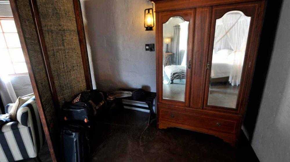 Un coin avec une armoire
