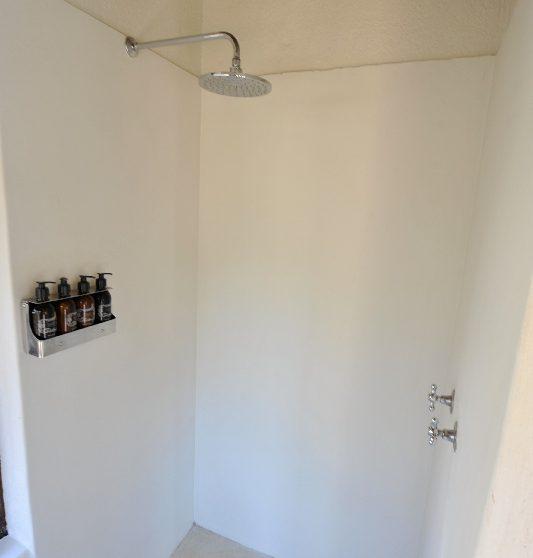 La douche dans une salle de bains en Afrique du Sud