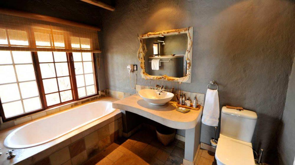 Une salle de bains avec baignoire en Afrique du Sud