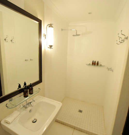 Une salle d'eau avec douche à Londolozi