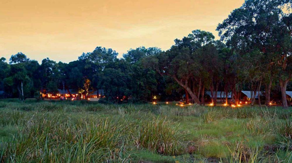 Le camp à la tombée de la nuit