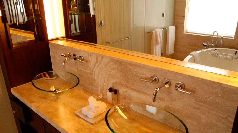 Vasques dans une salle de bains