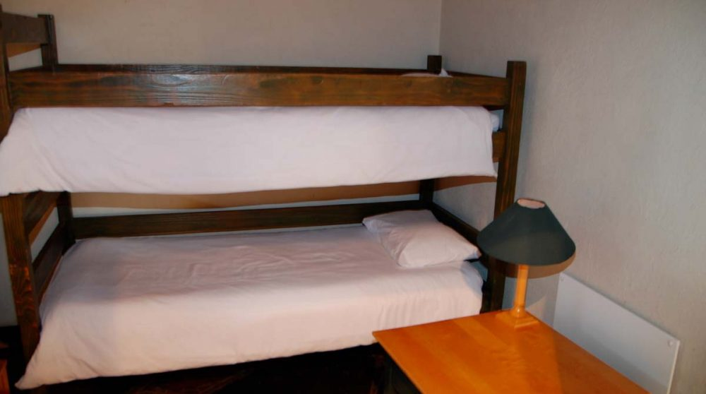 Lits superposés dans une chambre au Graskop Hotel