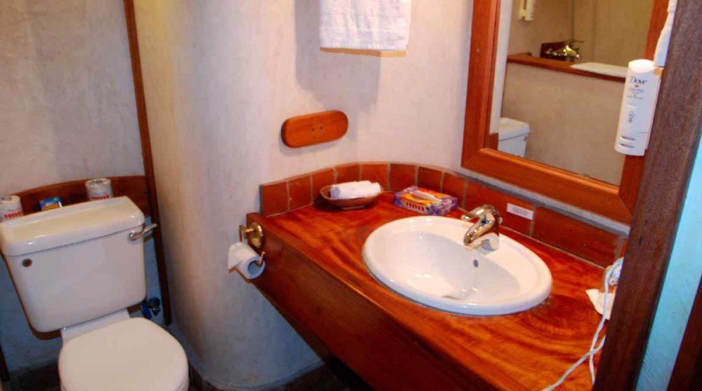 La salle de bains d'une chambre standard au Sands at Noma