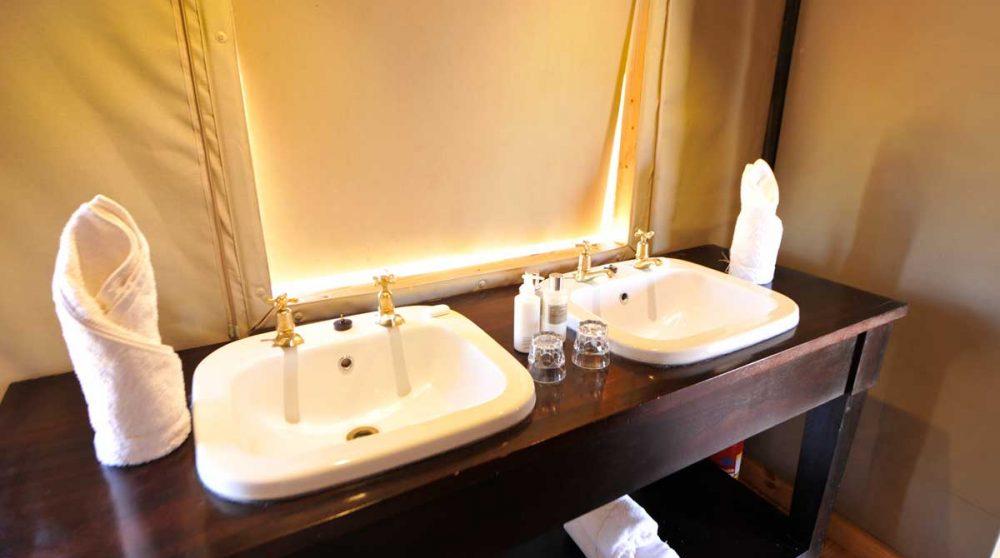 Lavabos dans la salle de bains