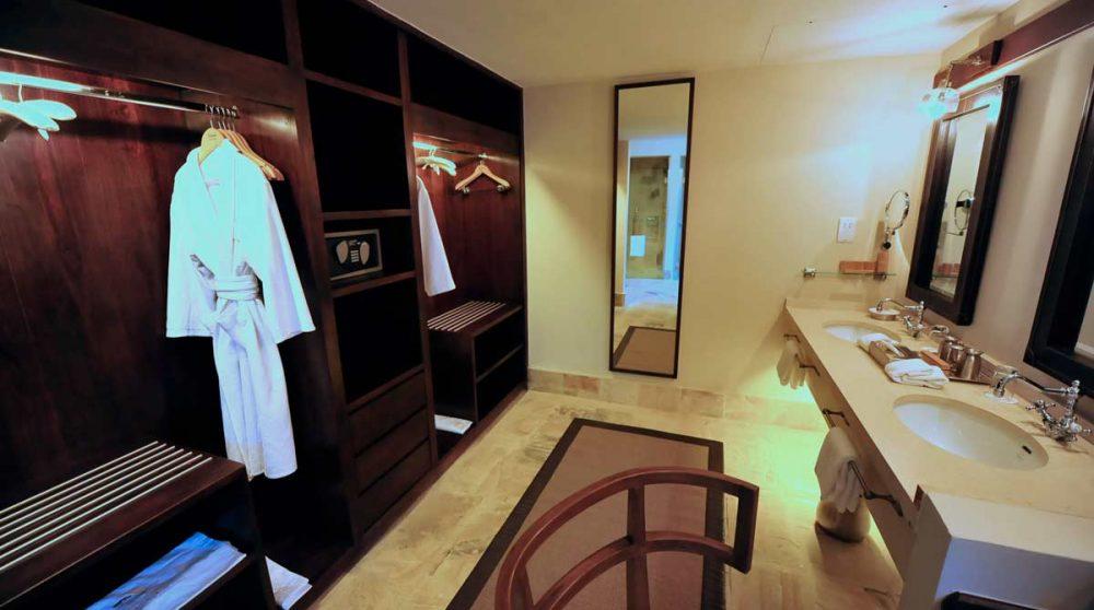 Dressing et salle de bains dans le Serengeti