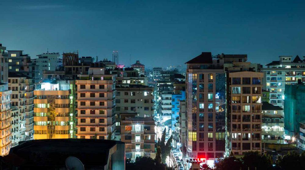 La ville de Dar Es Saalam la nuit