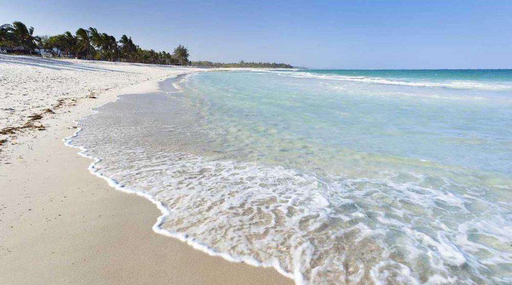 La plage de Mombasa à voir lors de votre circuit au Kenya