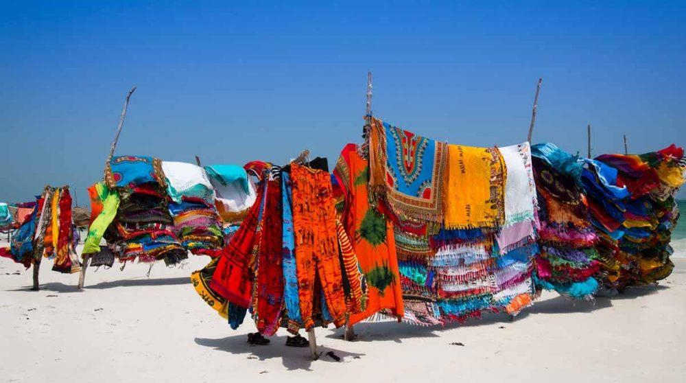 La plage à Mombasa à découvrir lors de votre circuit au Kenya