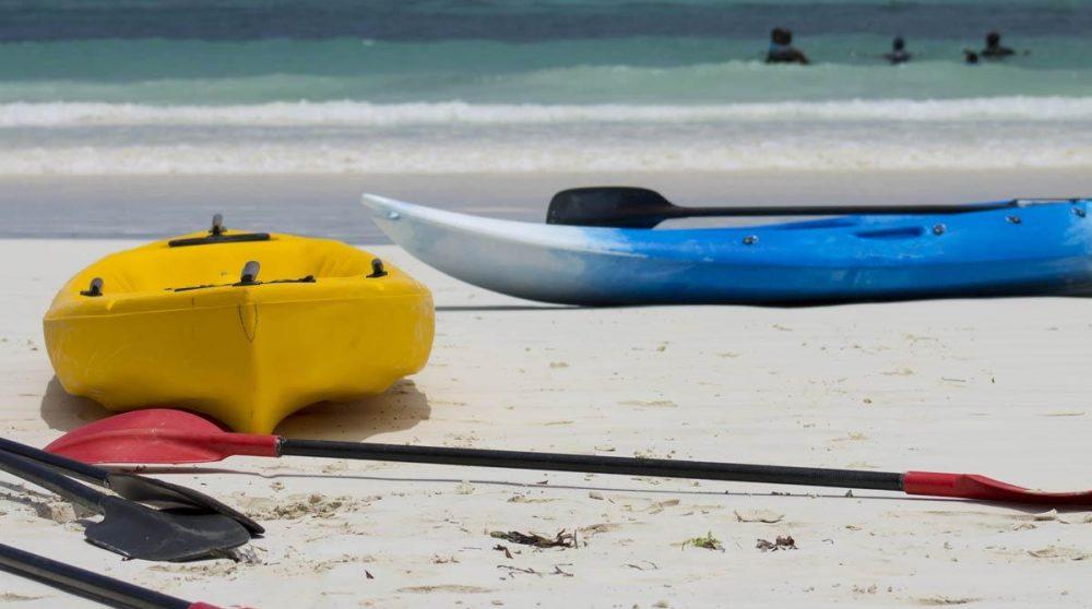 La plage de sable blanc à Mombasa